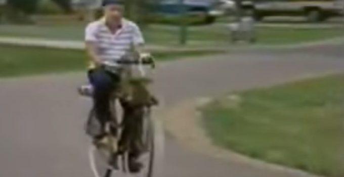 senhor andando de bicicleta