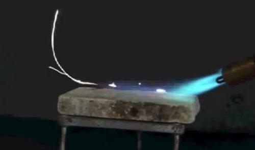 queima do magnésio sobre placa