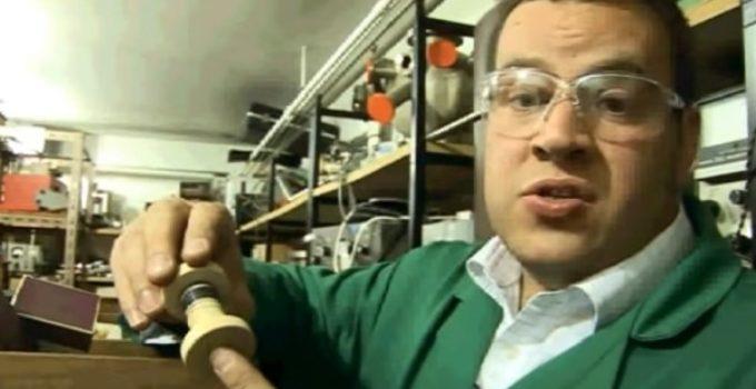 exibe amostra de titânio