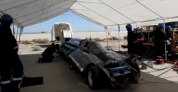 veículo movido a vapor em testes