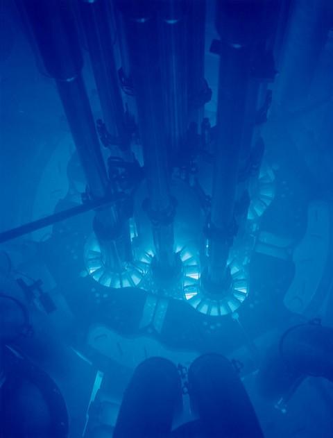 radiação e brilho azul