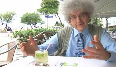 Professor em uma mesa