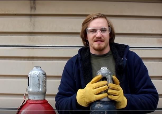 cody mostra coleção de gases