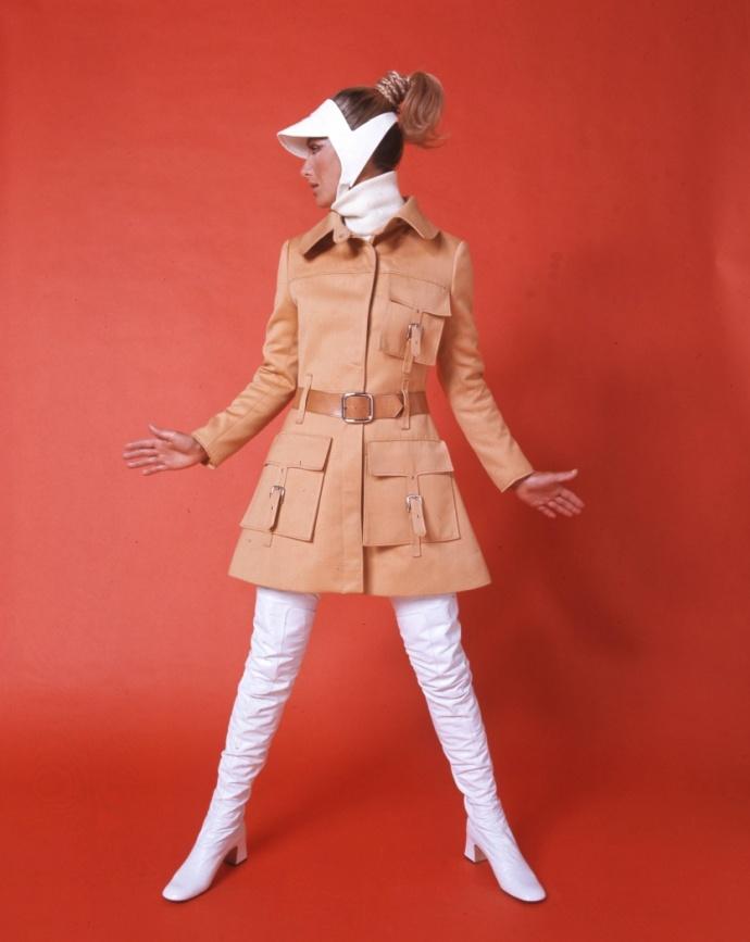 modelo promove meias de nylon